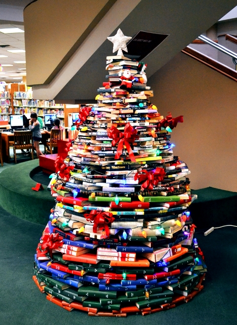 Christmas Books Tree 1